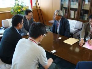 斉藤環境大臣に熱弁する保田理事長